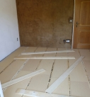 Fertig verlegte Fußboden Unterkonstruktion.