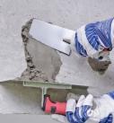 Mit Betonersatzmörtel die Ausbruchstelle ausfüllen Foto: Saint-Gobain Weber