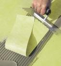 Überarbeiten der Stöße mit einem Schleppstreifen Foto: Saint-Gobain Weber