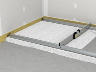 Dann wird die Schüttung auch zwischen den Dämmen eingebracht und auf das genaue Maß abgezogen, am besten mit einem Abziehlehren-Sets. Foto: fermacell