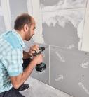 Eine doppelte Beplankung der Trockenbauwand erhöht den Schallschutz und die Stabilität. Foto: Saint-Gobain Rigips GmbH