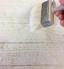 Die Kanten mit einem Pinsel abrunden. Foto: Baumit