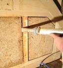 Rohrkolbendämmplatten als Gefachdämmung in einem Fachwerkhaus. Foto: Fraunhofer IBP