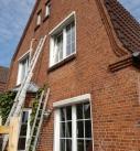 Im Bestand kann die Luftschicht im zweistrahligen Mauerwerk mit einer Kerndämmung verfüllt werden. Foto: Ecofibre Dämmstoffe GmbH