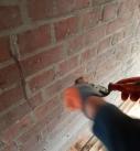 Anschließend werden die Löcher mit Mörtel geschlossen. Foto: Ecofibre Dämmstoffe GmbH