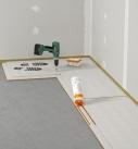 Die Trockenestrichplatten werden verlegt. Foto: Fermacell