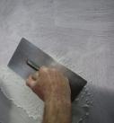 Mit Traufel oder Glättkelle wird der Putz aufgetragen. Foto: Baumit