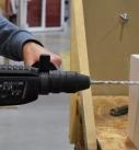 Bohren mit dem Bohrhammer  Foto: Carlotta Greve