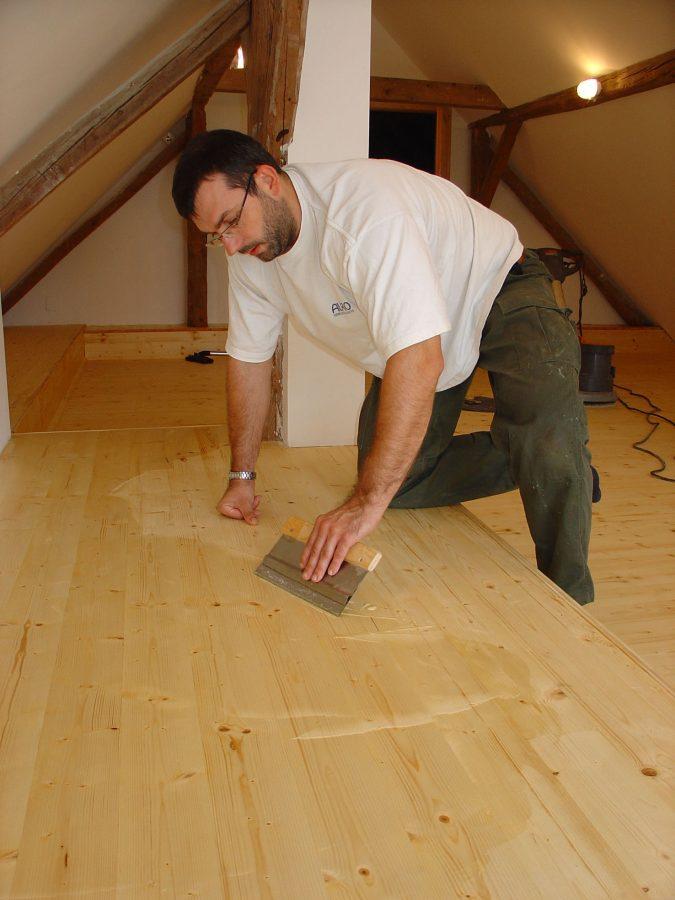 Extrem Schutz und Pflege für den Holzboden: Ölen oder Wachsen PA27