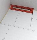 Die Rinne mit Abdichtungsband abkleben. Foto: Fermacell GmbH