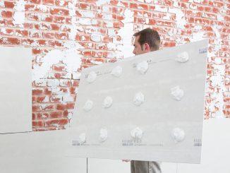 Auch gemauerte Wände können mit den Sanierboards ausgeglichen werden. Foto: Saint-Gobain Rigips GmbH