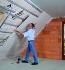 Zum Raum hin wird die Dachschräge mit Gipsbauplatten beplankt. Foto: Saint-Gobain Rigips GmbH