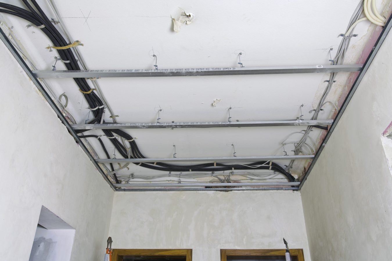 Die Decke Mit Einer Metall Unterkonstruktion Abhängen