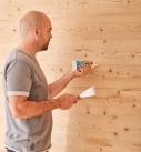 Eine Vielzahl von Füll- und Reparaturmassen helfen bei der Renovierung von Holzoberflächen. Foto: tdx/Knauf