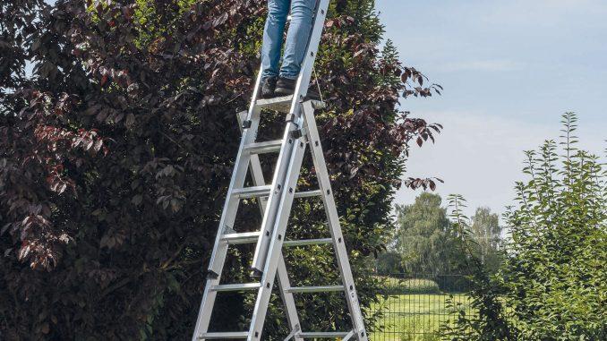 Mehrzweckleitern mit Leiterschuh sorgen für einen sicheren Stand. Foto: Günzburg Steigtechnik