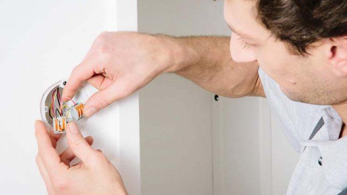 Elektroarbeiten sind nur bedingt für Heimwerker geeignet. Foto: ArGe Medien im ZVEH